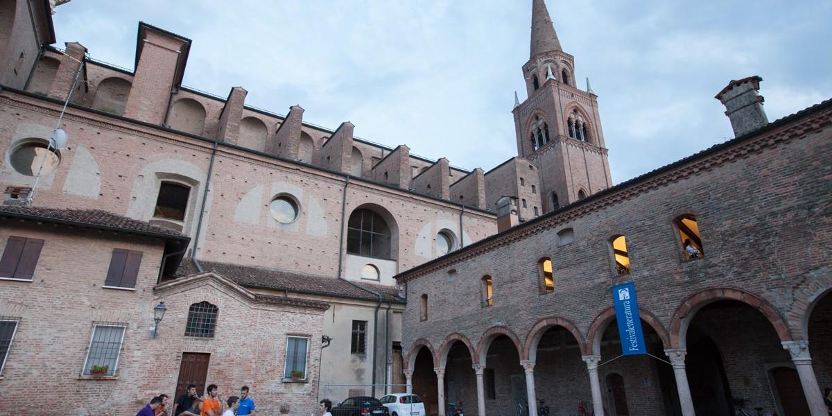 Piazza Alberti Festivaletteratura